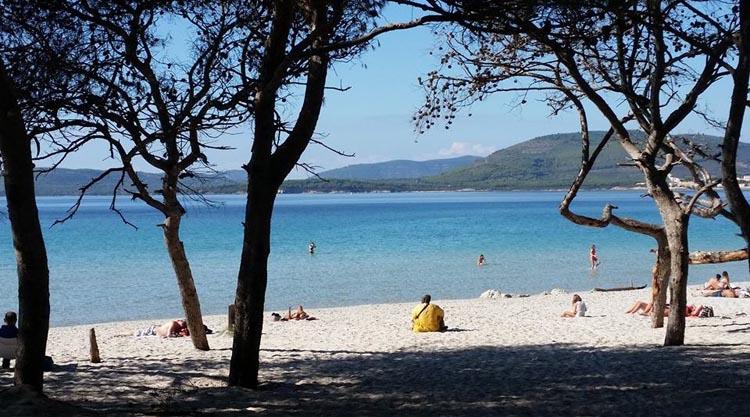 Sardegna il 1 novembre si va ancora al mare a fare il bagno for B b budoni al mare