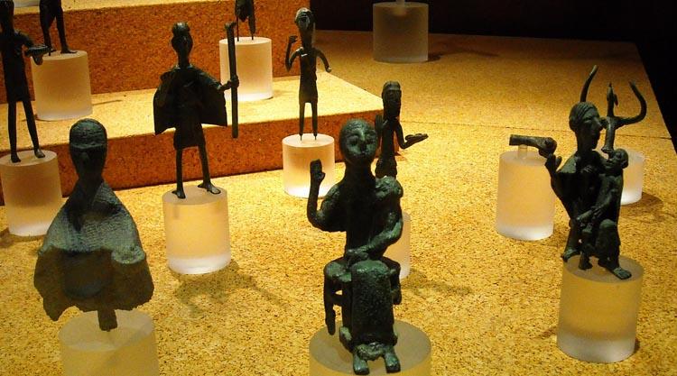 bronzetti-nuragici-museo-archeologico-cagliari